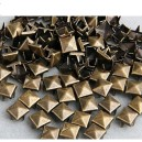 CLOU  PYRAMIDE 7 MM BRONZE